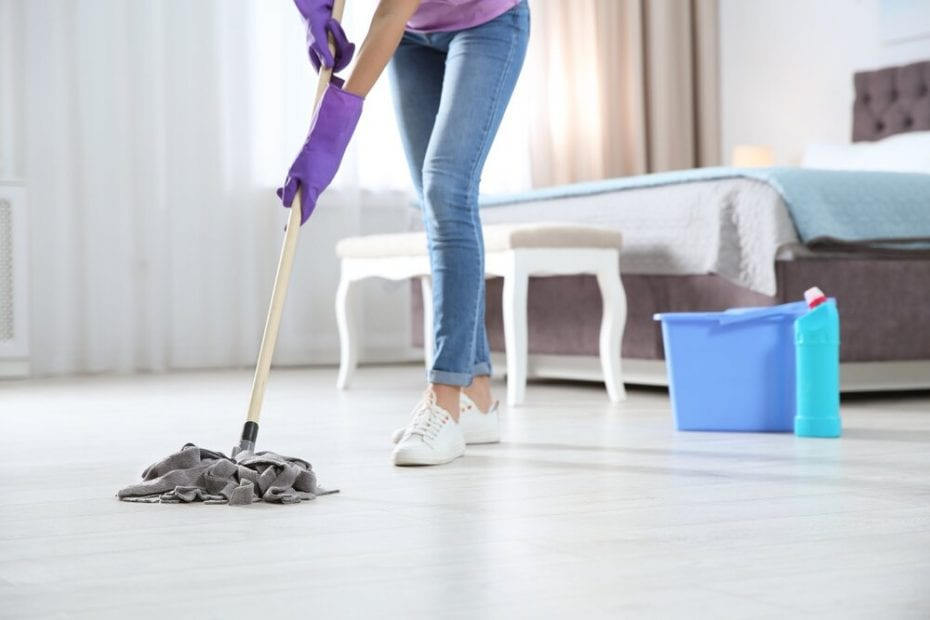 Limpiar suelo cocina muy sucio
